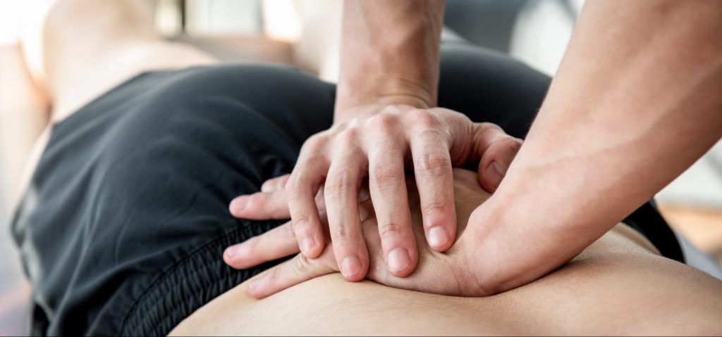 Massage af nedre ryg